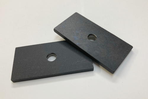 ADC12材でもJIS規格の1.2倍の耐摩耗性。 アルミダイカストにも対応できる耐摩耗性硬質アルマイト。